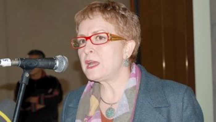 القبض على وزيرة الثقافة الجزائرية السابقة للتحقيق معها بتهم فساد