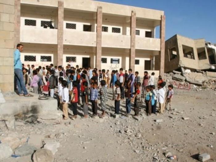 المليشيات تنتهك التعليم.. مناهج دراسية لم تسلم من الجرائم الحوثية
