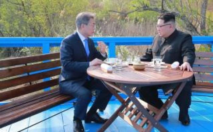 زعيم كوريا الشمالية يعزي نظيره الجنوبي في وفاة والدته