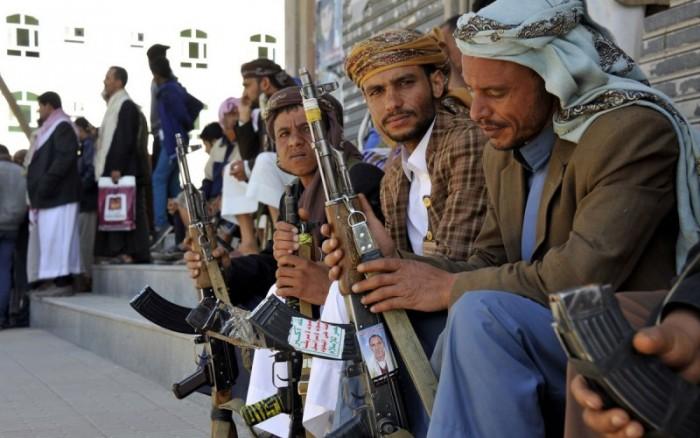 """المليشيات تقمع حركة السكان.. مخاوف حوثية من """"احتجاجات العراق ولبنان"""""""