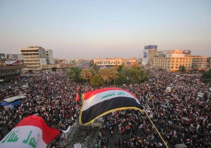 مظاهرات بالعراق للمطالبة بإسقاط النظام ومقتل 5 أشخاص بالقنابل المسيلة للدموع