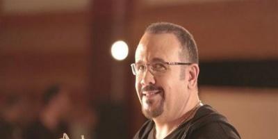 """هشام عباس يطرح """"بيسلم عليك"""" (فيديو)"""
