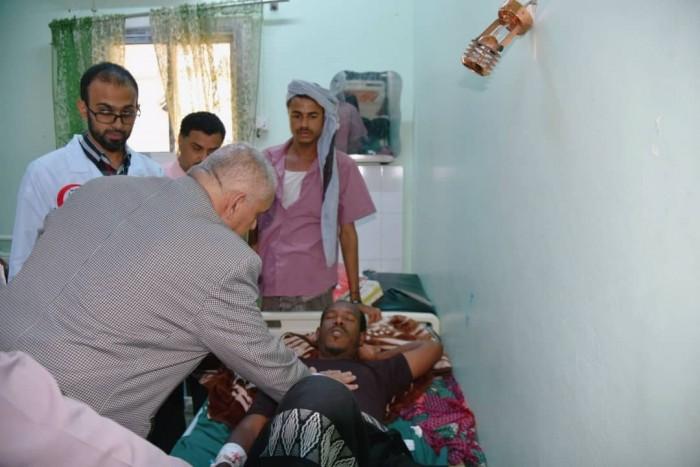 الوالي يطمأن على جرحى القوات الجنوبية من أبناء أحور في مستشفيات عدن