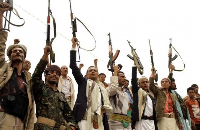 لاصقات المولد.. سائقون ينضمون إلى قائمة الابتزاز الحوثي