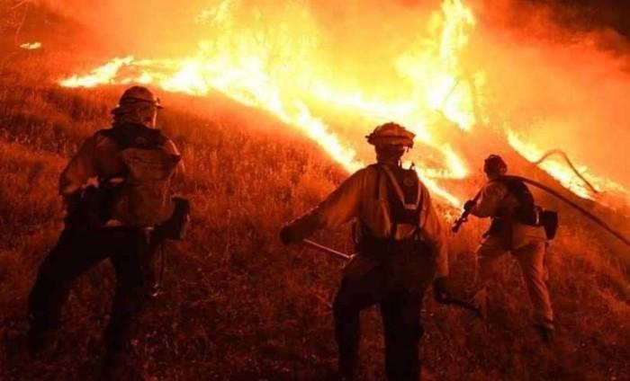 مقتل شخصين وتدمير 35 منزلا بسبب حرائق الغابات شمال غرب المكسيك