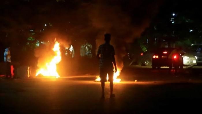 مستخدمًا الرصاص الحي.. الأمن العراقي يفض اعتصامًا لمئات المحتجين