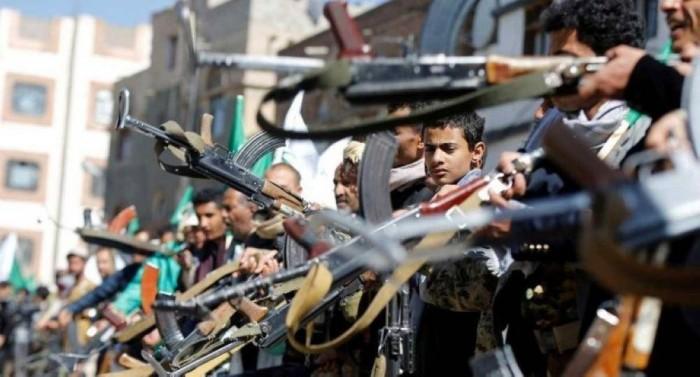 مليشيا الحوثي تجبر منظمات المجتمع المدني على تعليق شعارات طائفية