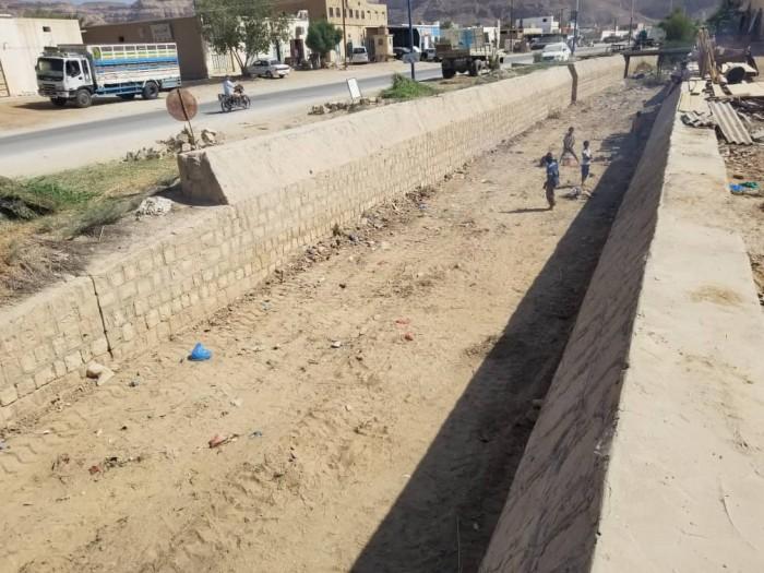 حملة لتصفية سواقي السيول الداخلية في مديرية تريم بحضرموت (صور)