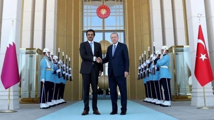 معارض قطري يكشف مفاجأة عن العلاقة بين أردوغان وتميم