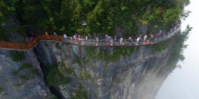 الصين تفتتح ممشى جبلى على ارتفاع 259 مترا لمحبى المغامرة والمخاطرة
