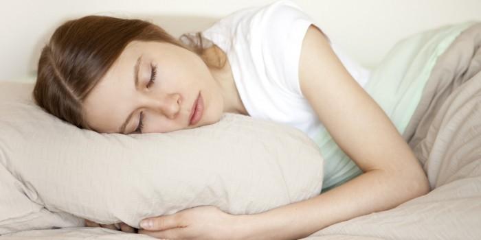 دراسة علمية حديثة توضح تأثير النوم القصير على المرأة