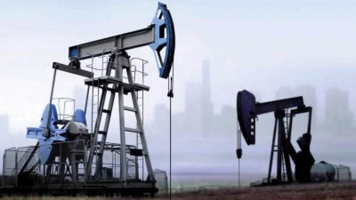 أسعار النفط ترتفع فوق 62 دولارًا للبرميل بدعم اتفاق التجارة