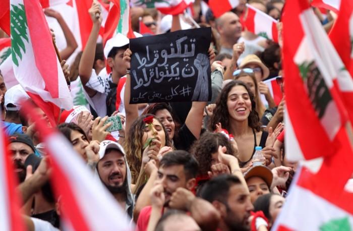 سياسي سعودي: تظاهرات العراق ولبنان أثرت على الصعيد الدولي