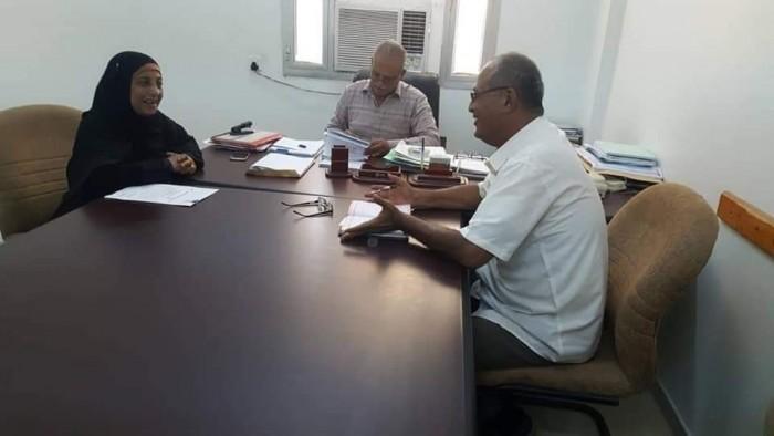 انتقالي صيرة يناقش مع السلطة المحلية استئناف المشروعات المُتعثرة