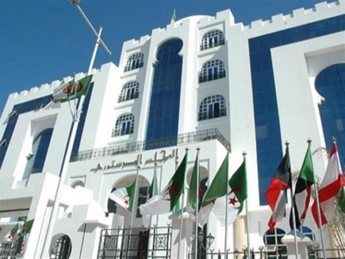 المجلس الدستوري الجزائري يعتمد 5 مرشحين لانتخابات الرئاسة