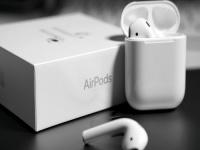 أبل تطلق سماعة Airpods.. تعرف على أهم مميزاتها