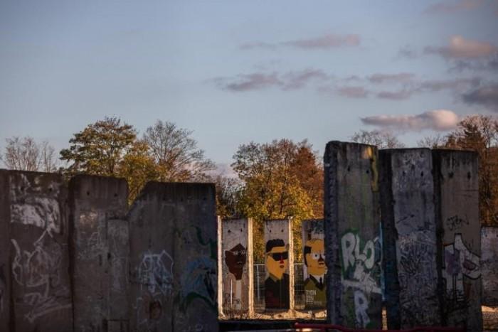 مبرمج ألماني يبتكر تطبيق لإحياء  حائط برلين