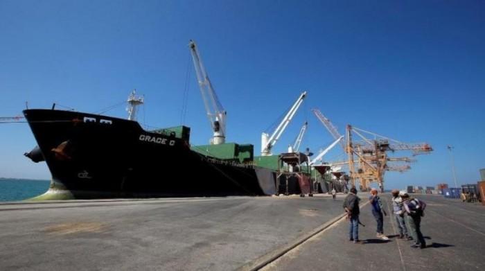 أربع سفن وقود تدخل ميناء الحديدة لتفريغ حمولاتها
