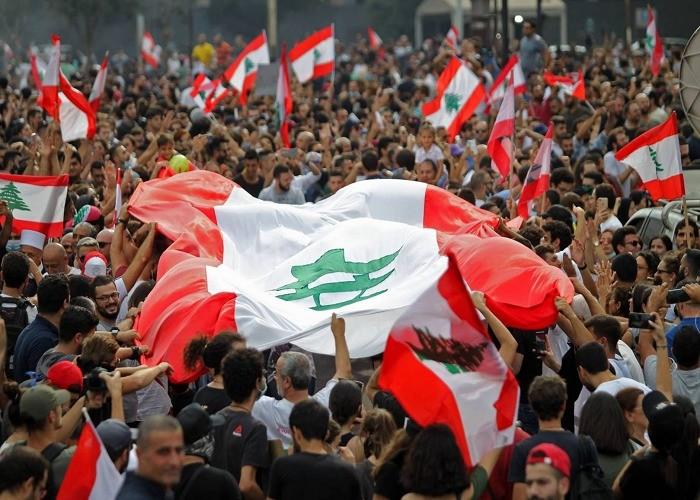 """هاشتاج """"لبنان ينتفض"""" يشعل السوشيال ميديا"""