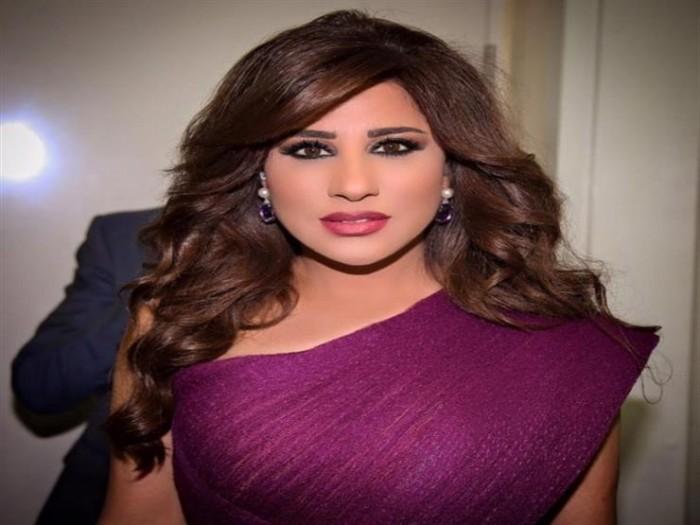 نجوى كرم تدعو جمهورها للصلاة من أجل لبنان