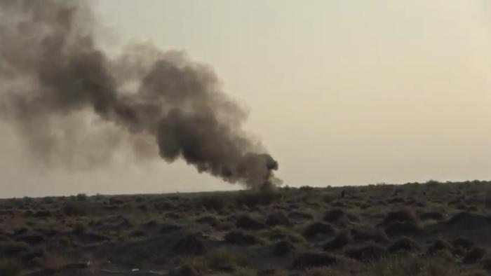 انفجار عبوة ناسفة حوثية بين التحيتا والخوخة (فيديو)