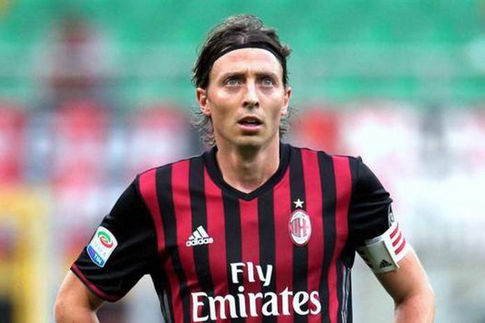 مونتوليفو يعلن اعتزاله كرة القدم