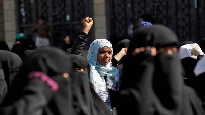 الحوثيون والنساء.. عصابات أجادت قمعًا وانتهاكًا
