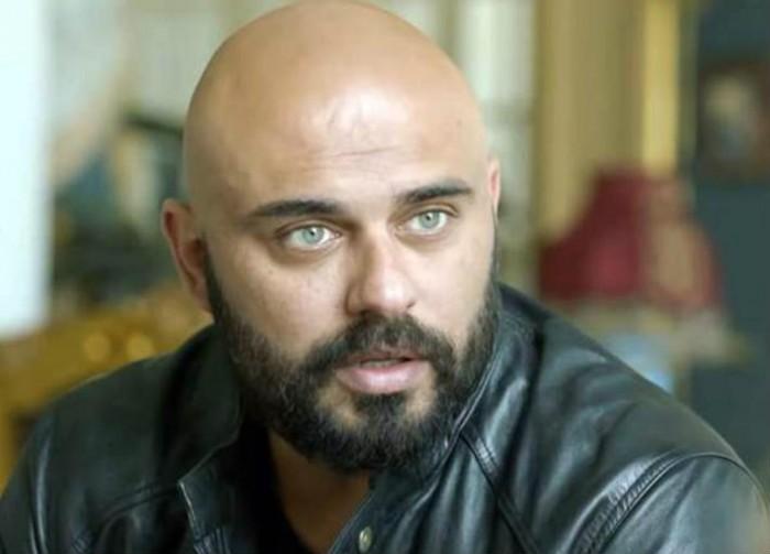 أحمد صلاح حسني :أعاني  من فوبيا النظافة (فيديو)