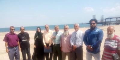 وفد من الانتقالي يتفقد نشاط مكتب الضرائب في ميناء الزيت