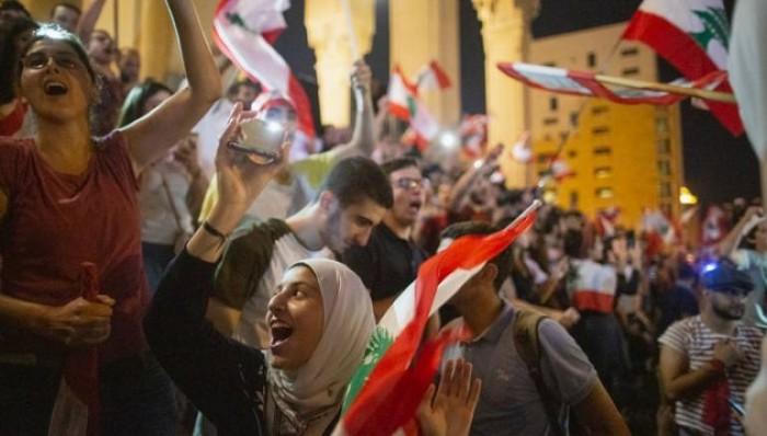 كاتب سعودي يكشف أهم مكسب من الانتفاضة في لبنان والعراق