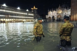 سلطات فينيسيا الإيطالية تغلق ميدان سان مارك بسبب الفيضانات