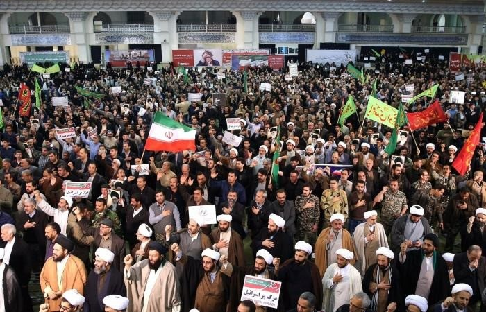 الاحتجاجات تشتعل مجددًا في إيران بسبب رفع أسعار البنزين
