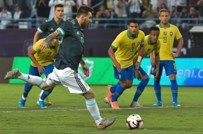 ميسي يثأر ويقود الأرجنتين لانتصار ودي على البرازيل في الرياض