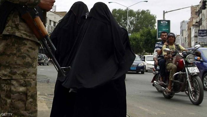 """""""نزوح مليوني"""".. نساء يهربن من جحيم الحوثي"""