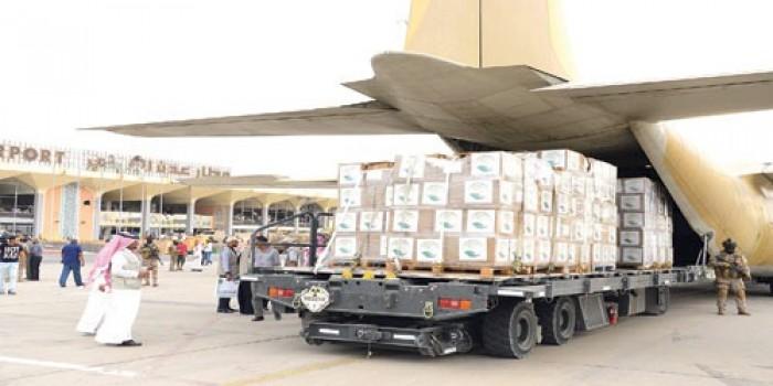 """""""سلمان للإغاثة"""" يوزع مساعدات غذائية في الحديدة وتعز"""