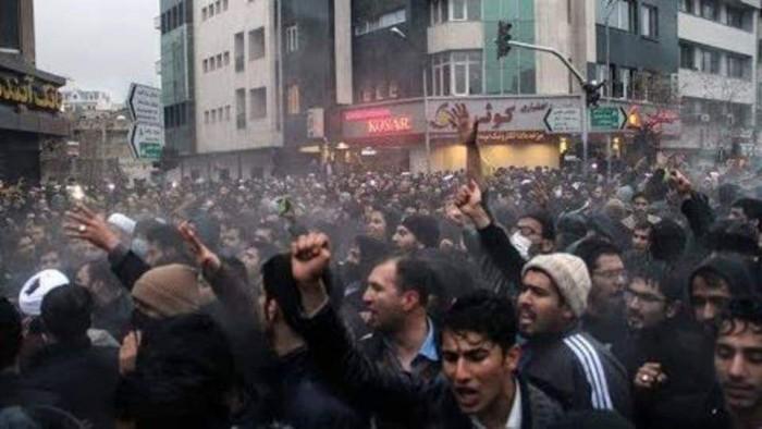 مظاهرات طهران تزيح الغطاء الإيراني عن مليشيات الحوثي في صنعاء