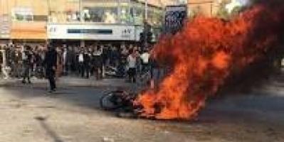 الأمن الإيراني يطلق النار تجاه صدور ورؤوس المحتجين