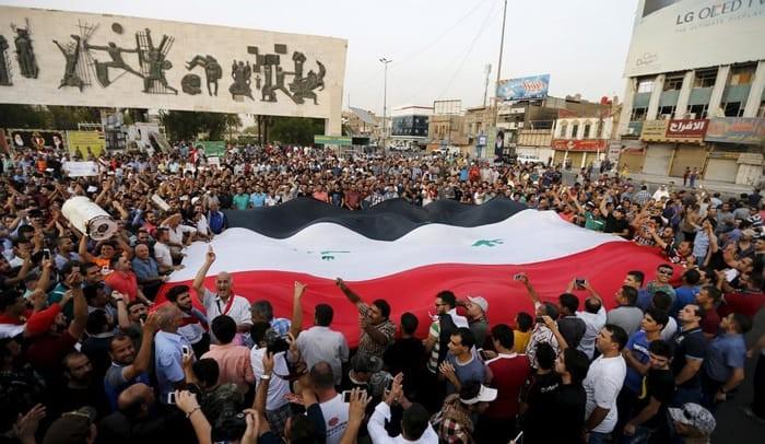 تدفق أعداد كبيرة من المتظاهرين على ساحة التحرير في بغداد