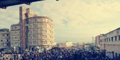 بن عطية ينشر صورة من مظاهرات أبناء المهرة اليوم الإثنين