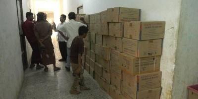 """لليوم الثاني.. """"الهلال الإماراتي"""" يزود مستشفيات الحديدة بالأدوية"""