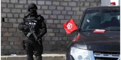 تونس.. إيقاف 8 أشخاص كانوا بصدد اجتياز الحدود التونسية الليبية