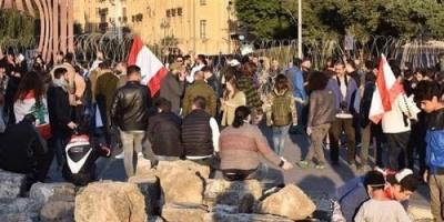 متظاهرو لبنان ينجحون في قطع الطرق المؤدية للبرلمان