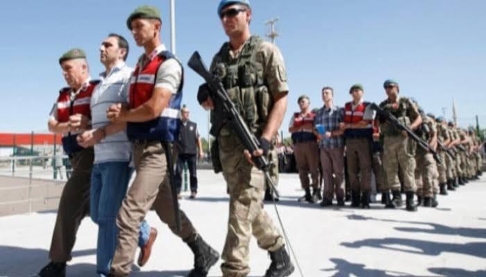 تركيا تعتقل ١٣٣ عسكريا للاشتباه في صلتهم بغولن