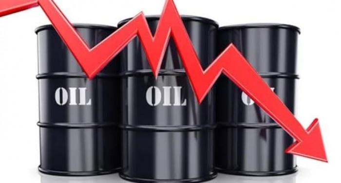 النفط يهبط في ظل زيادة المخزون الأمريكي ومخاوف محادثات التجارة