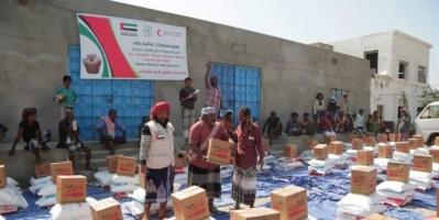 1700 سلة غذائية من الإمارات لأهالي قرى حضرموت (صور)