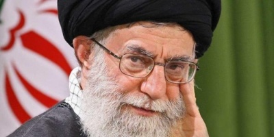 صحفي: اليمن ولبنان والعراق وإيران وسوريا احترقوا بسبب سياسات خامنئي