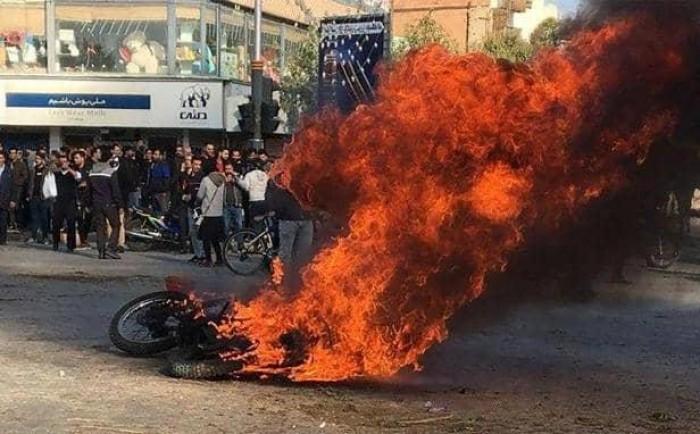 روحاني يرفض الاعتراف بحق شعبه في التظاهر: انتصرنا على الاضطرابات
