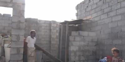 فيديو مأساوي ..مليشيات الحوثي تُحول منازل المواطنين إلى متاريس عسكرية في الحديدة