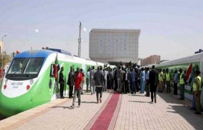 """السودان تُدشن """"قطار الخرطوم"""" لحل أزمة المواصلات فى العاصمة السودانية"""