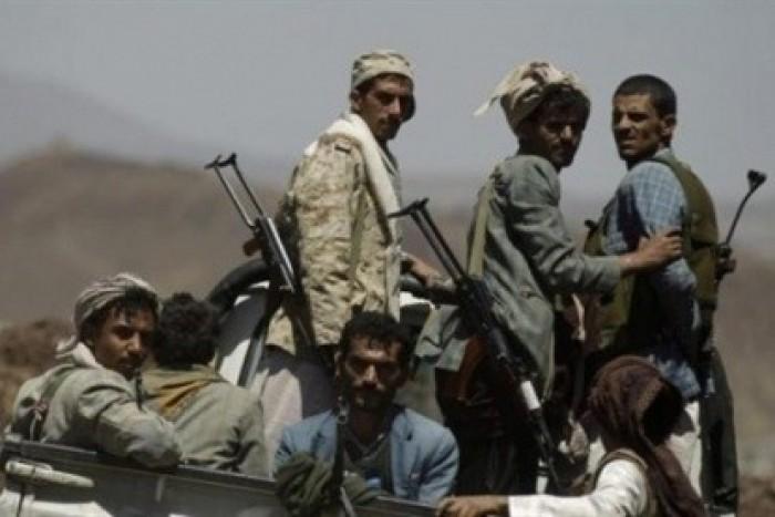 في صفقة مشبوهة.. مليشيا الإخوان تتقرب للحوثيين بالإفراج عن 6 أسرى